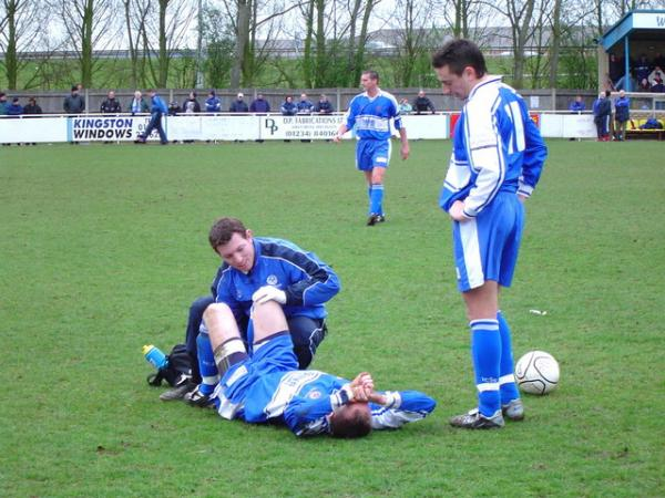 How to Minimise the Chances of Serious Injury During a Football Season