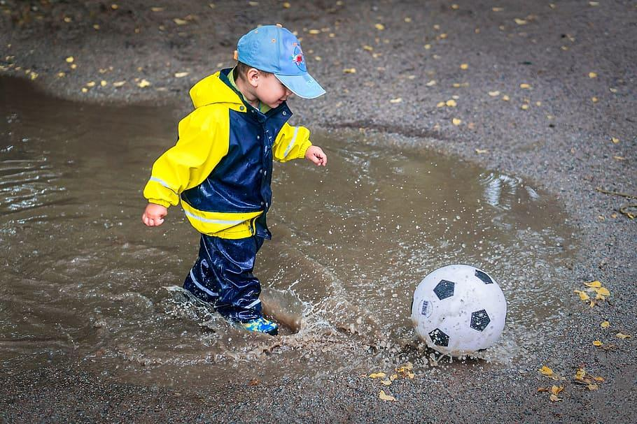 How Do I Introduce My Toddler to Football for the First Time?