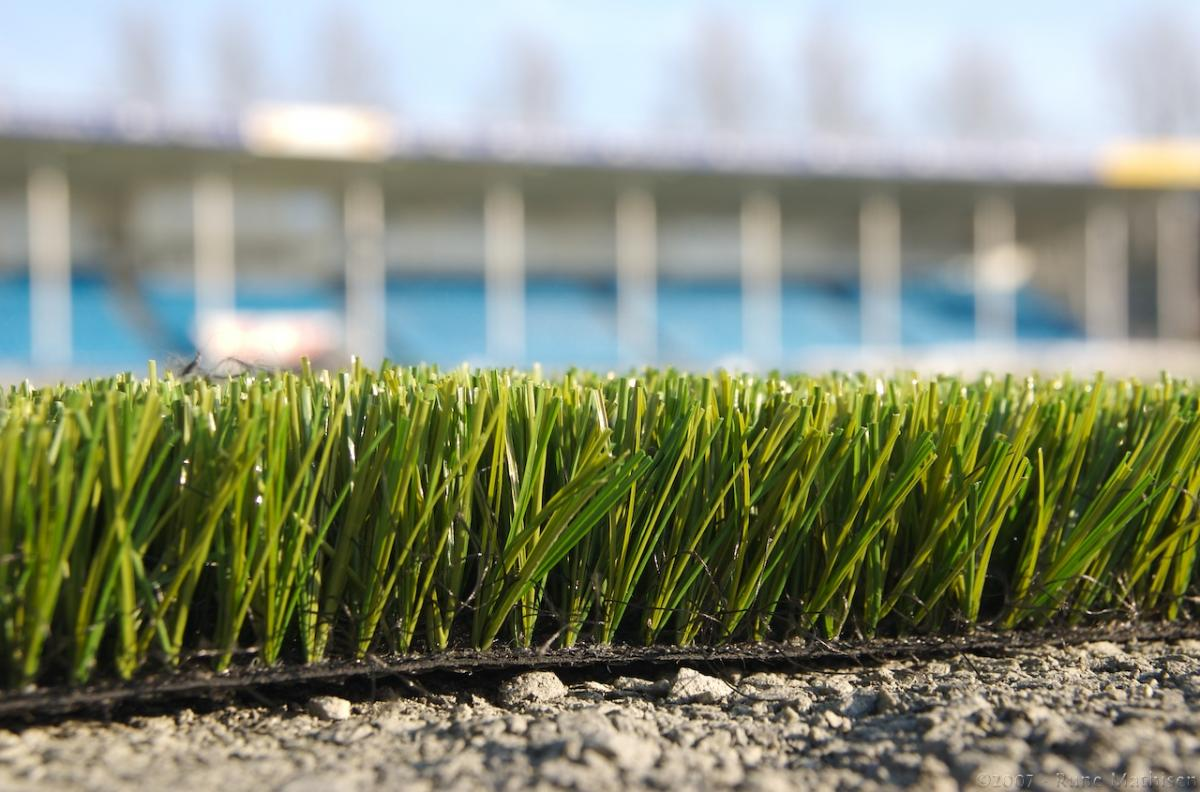 The Advantages and Disadvantages of Playing Football on a 4G Pitch
